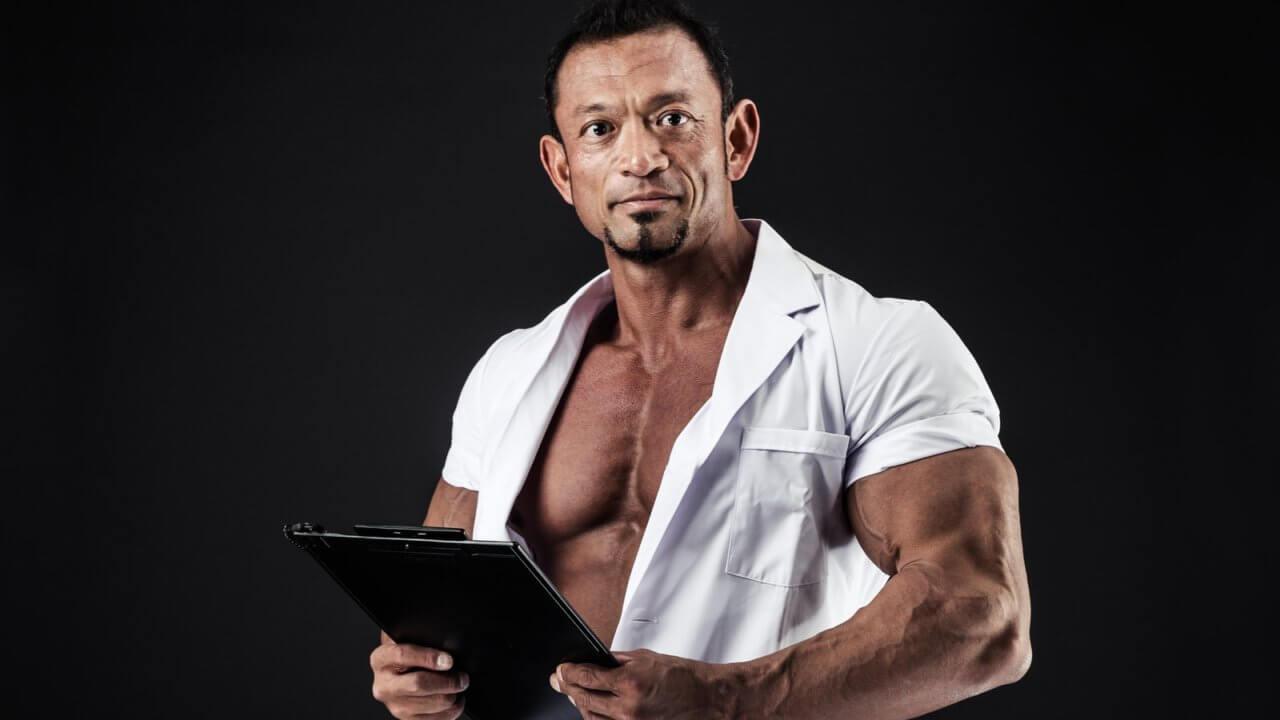 つらそうではない男性看護師